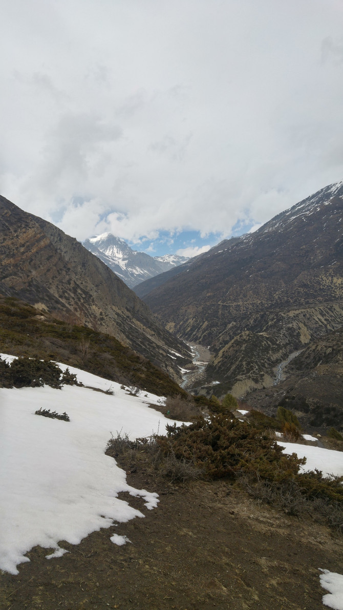 THE ADVENTURES OF ANNAPURNA pt 6 - burnt faces, dodgy wiring and washing pants at altitude.