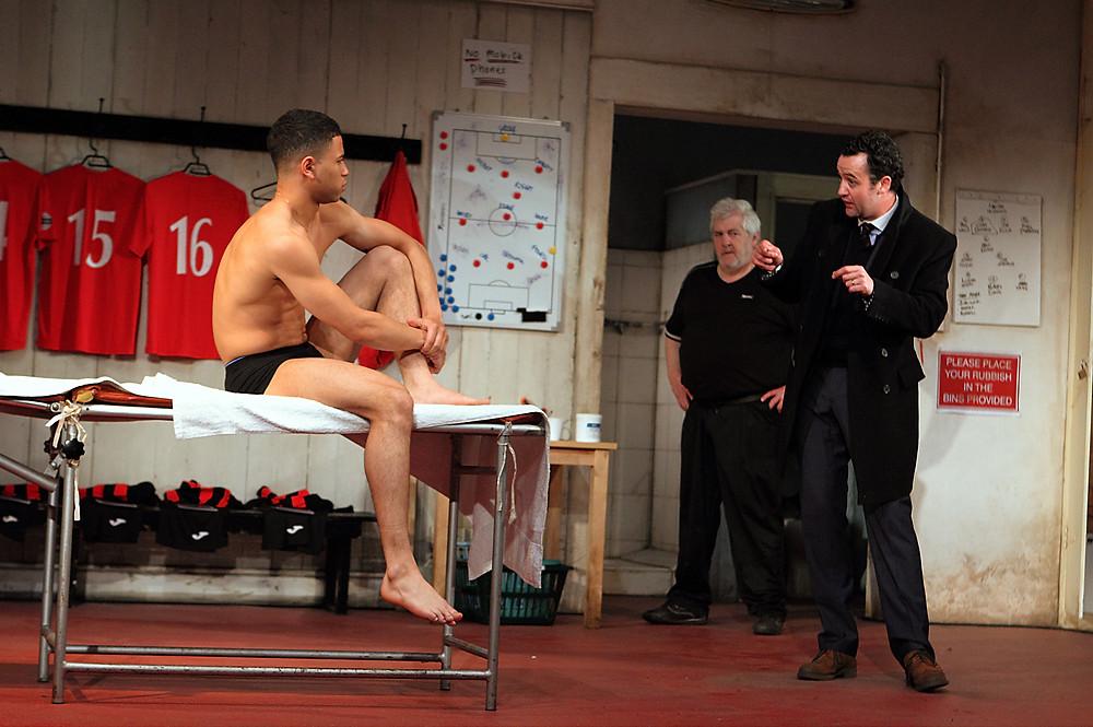Calvin Demba as Jordan, Peter Wight as Yates, Daniel Mays as Kidd in The Red Lio