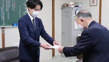 坂口雄介が出雲崎町長から任命書を頂きました。