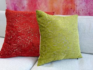 Paisley-kuviot ja raidat samettisina tyynyinä