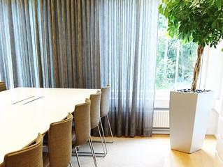 Westpro:n neuvottelutilan uusi tyylikäs tunnelma paloturvallisista materiaaleista