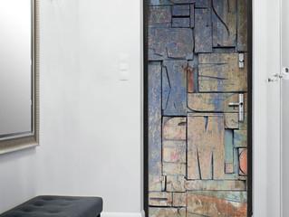 Helppo sisustusidea, ovi uusiksi itseliimautuvalla ovitapetilla