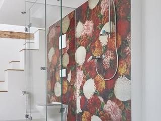 Unohda laatat ja tapetoi kylpyhuone näyttävästi