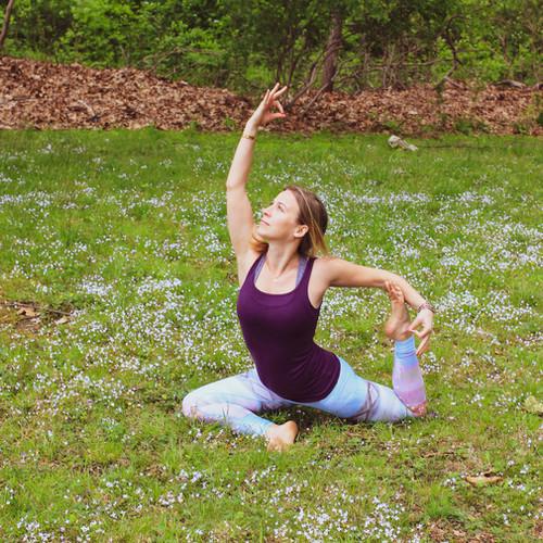 Lindsay-Bauer-Licensed-Therapist-doing-Yoga.jpg