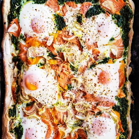 Lachs Spinat Dinkel Pizza mit Ei