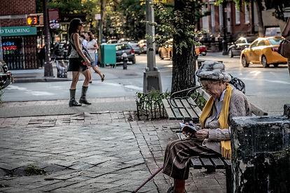 park-bench-3409673_1920.jpg