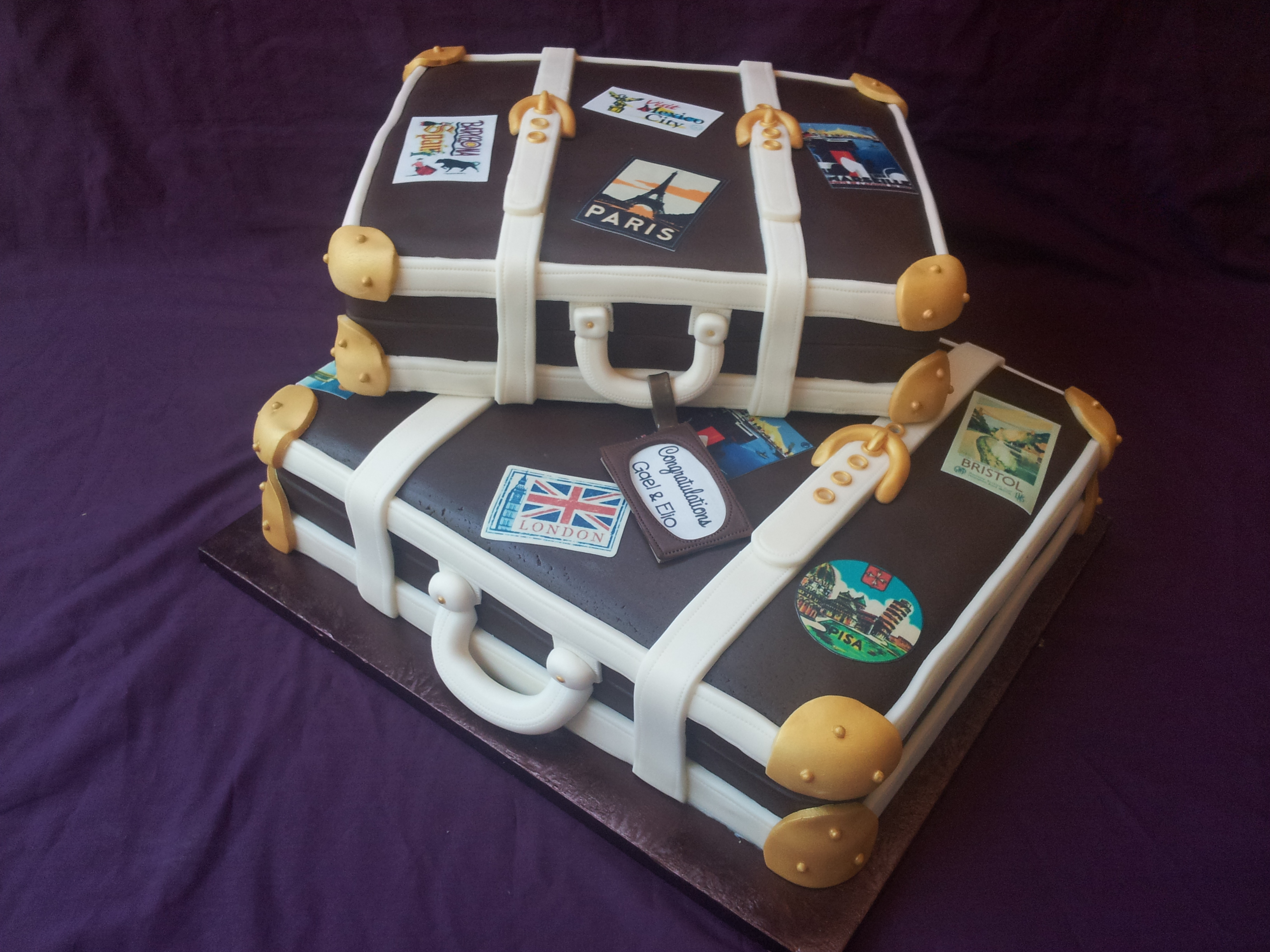 2 Suitcases wedding cake
