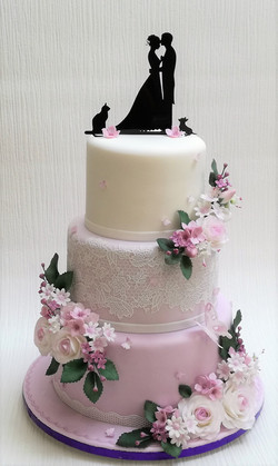 Roses and lilac wedding cake