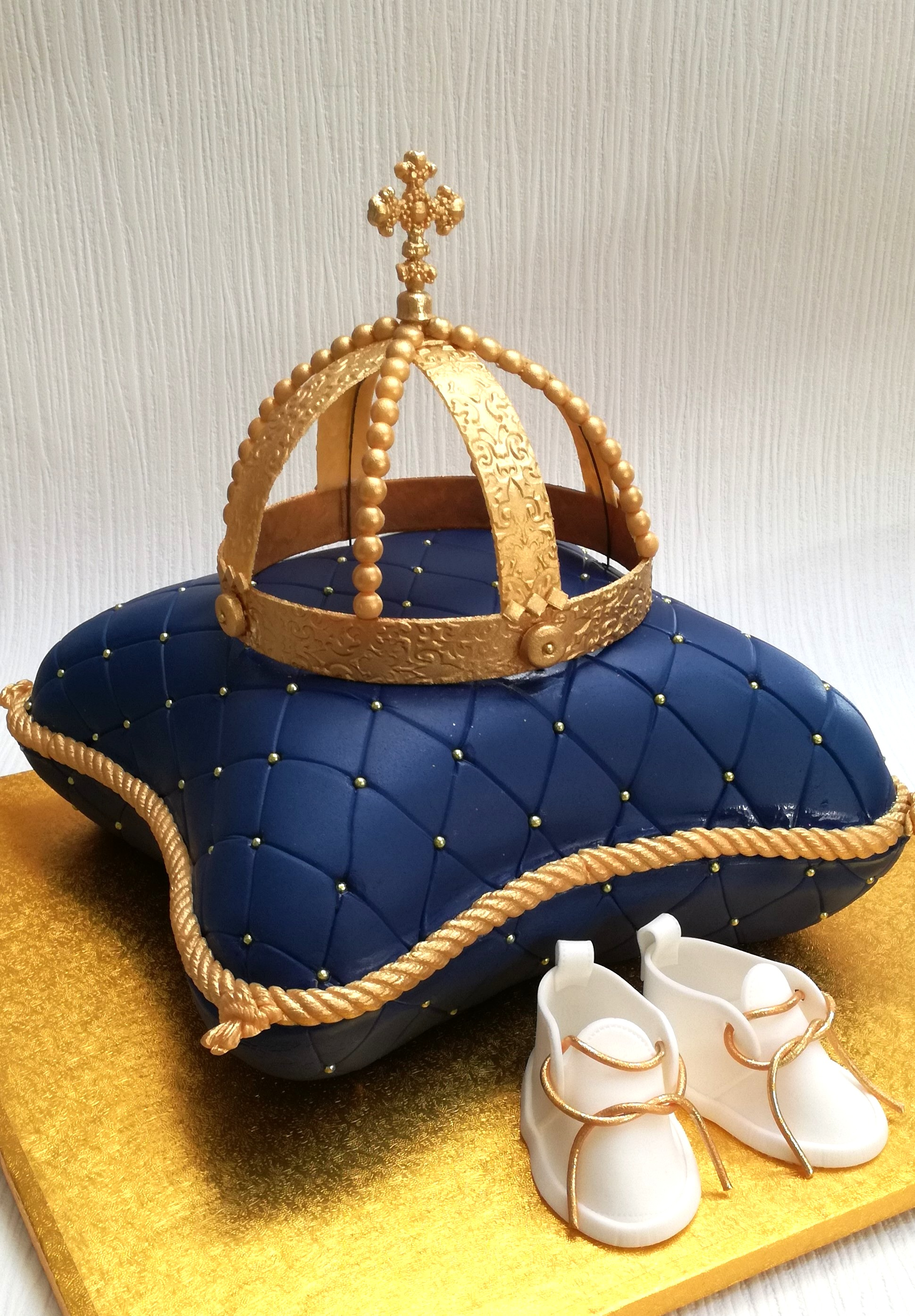 Quilted pillow cake with gold crown