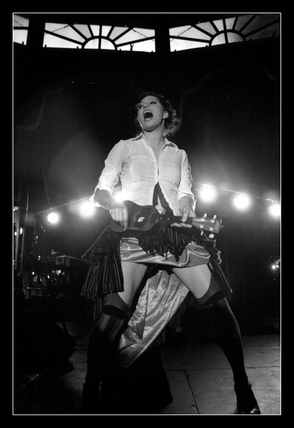 amanda_palmer_plays_ukelele_bw_by_amyhooton