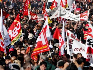 """法国要来罢工潮了 十万""""懒人""""上街抗议 马克龙:绝不会退让"""