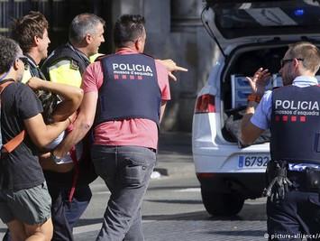 西班牙连环恐袭百人死伤:警方击毙5名恐怖分子 7人受伤