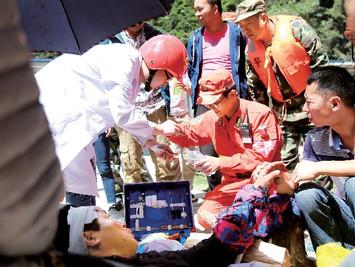九寨沟地震已造成25人死亡百人受伤