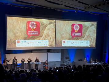 首届世界人文大会在比利时东部城市列日开幕