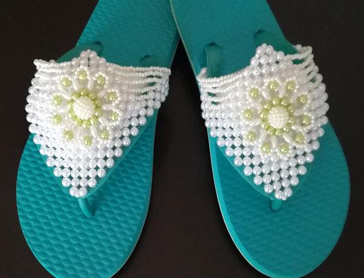Sandálias brasileiras bordadas à mão