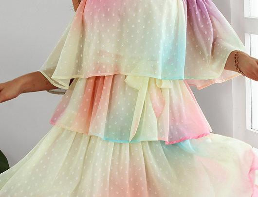 Vestido com babados suíços sem ombro colorido gradiente