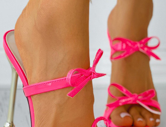Sandálias de salto alto decoração de laço