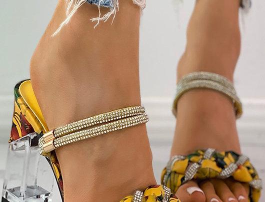 Sandálias Estampa floral trançada com saltos grossos transparentes