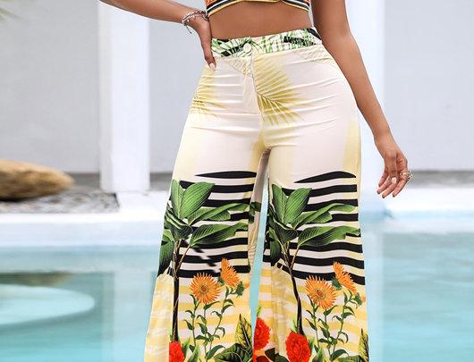 Conjunto de calças de cintura alta e sem encosto com estampa tropical