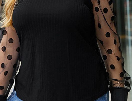 Top de manga comprida com malha polka dot transparente