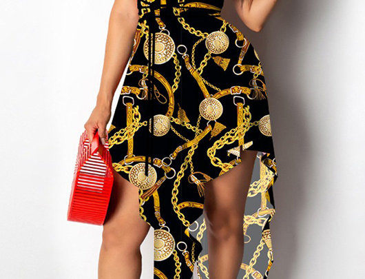 Vestido assimétrico com corte alto e fenda cruzada