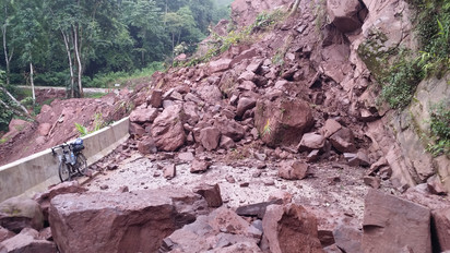 Double landslide which took me over an hour to cross, Yunnan