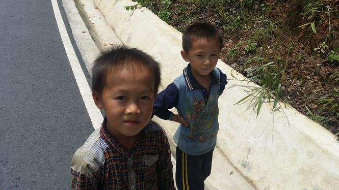 Sabaidees galore, kids in Laos