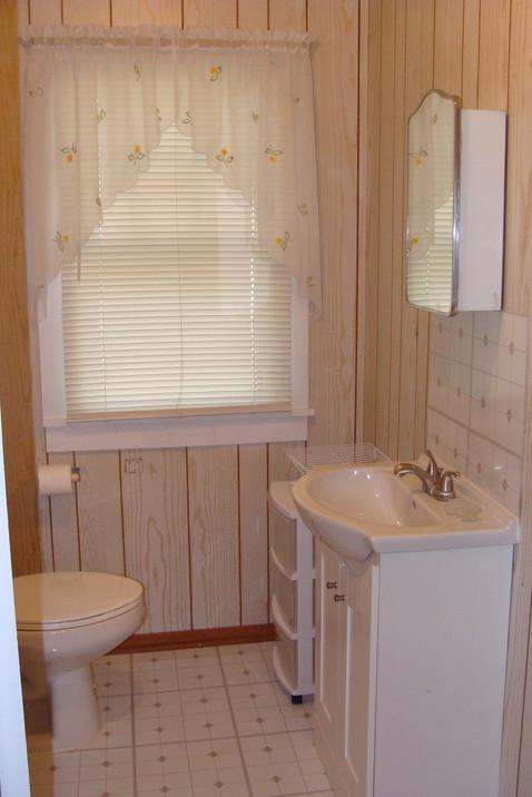 Cottage #1 Bathroom.JPG