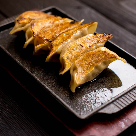 Sizzling gyoza pot stickers