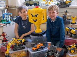 Timo en Winkler eerste bij Lego Masters