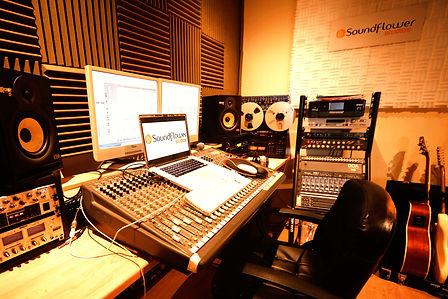 Soundflowe%20Studios%20control%20room_ed
