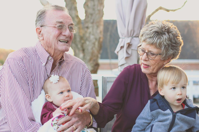 L'ostéopathie pour les grands parents et les petits enfants.
