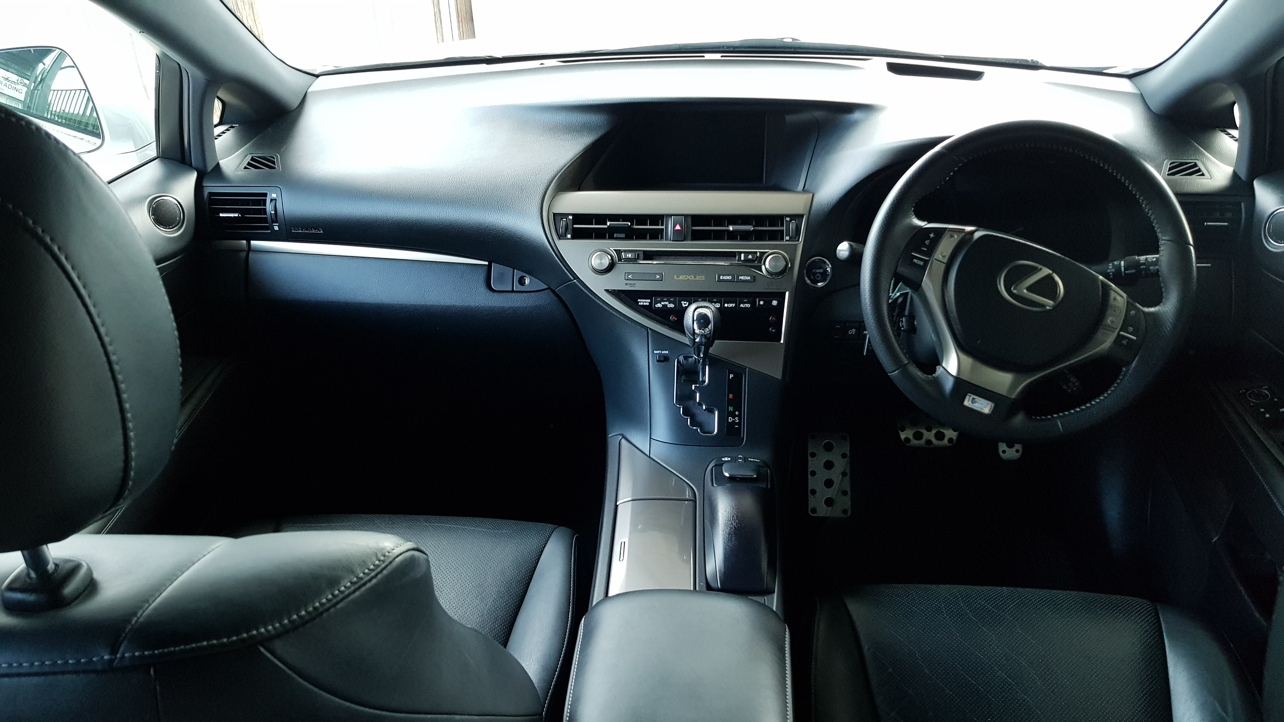 Lexus RX450h White Pearl 05
