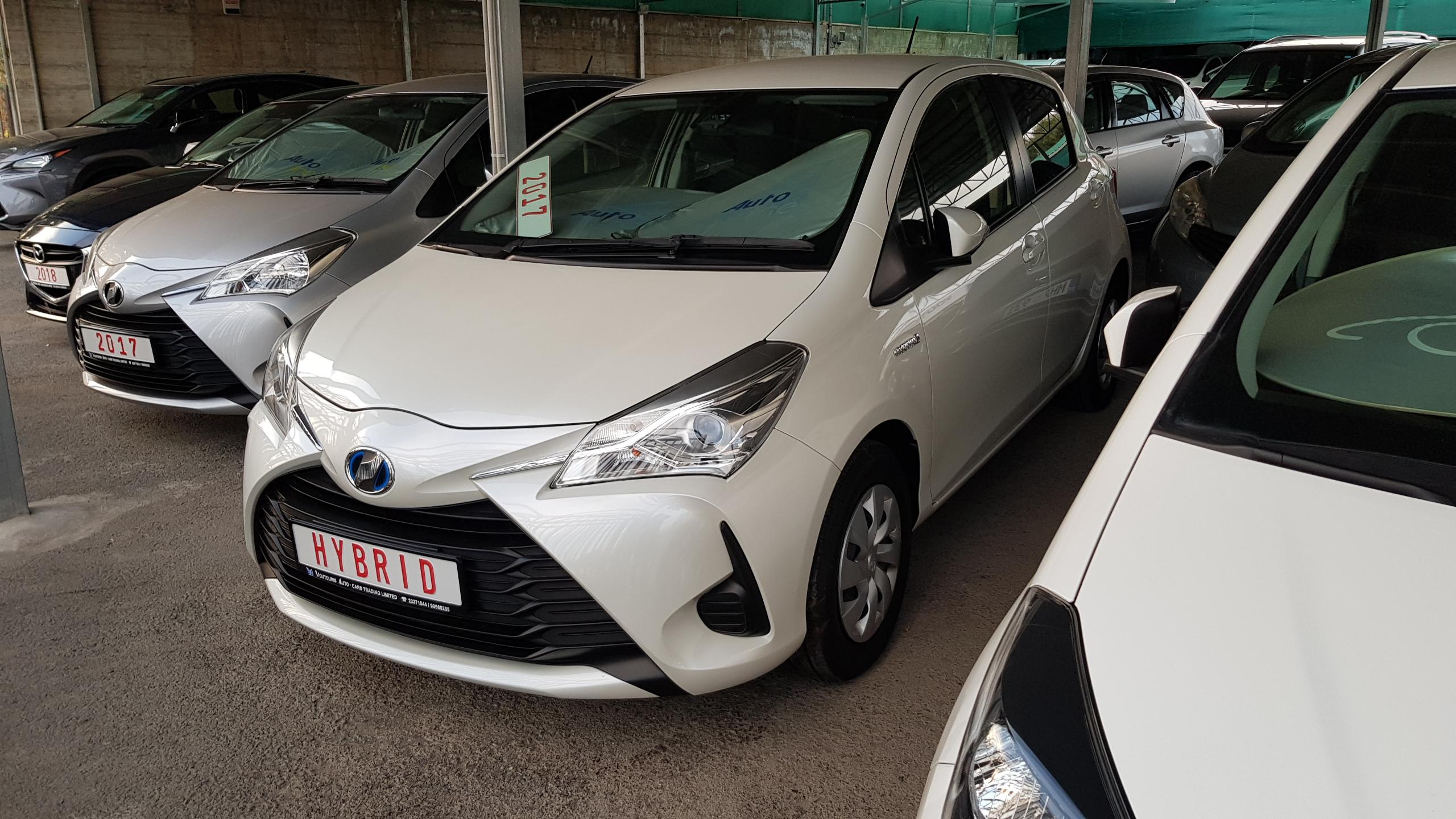 Toyota Vitz Hybrid White Pearl 01