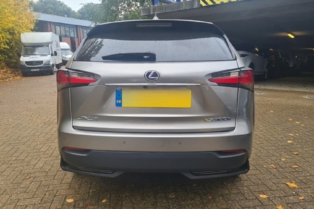 Lexus NX300H Light Grey 04