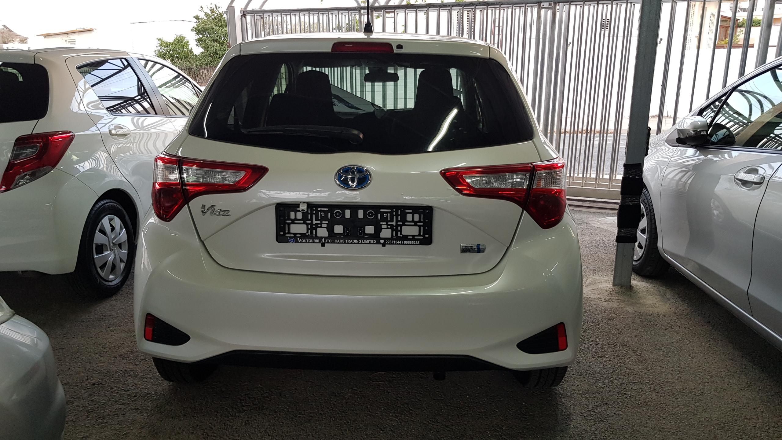 Toyota Vitz Hybrid White Pearl 03