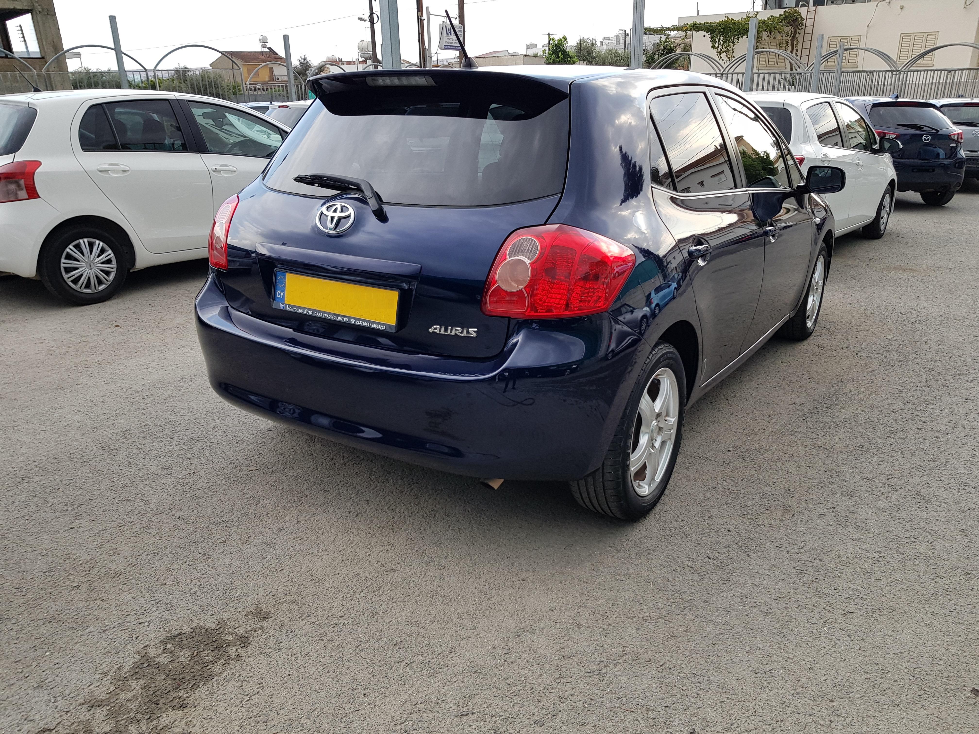 Toyota Auris Dark Blue 04