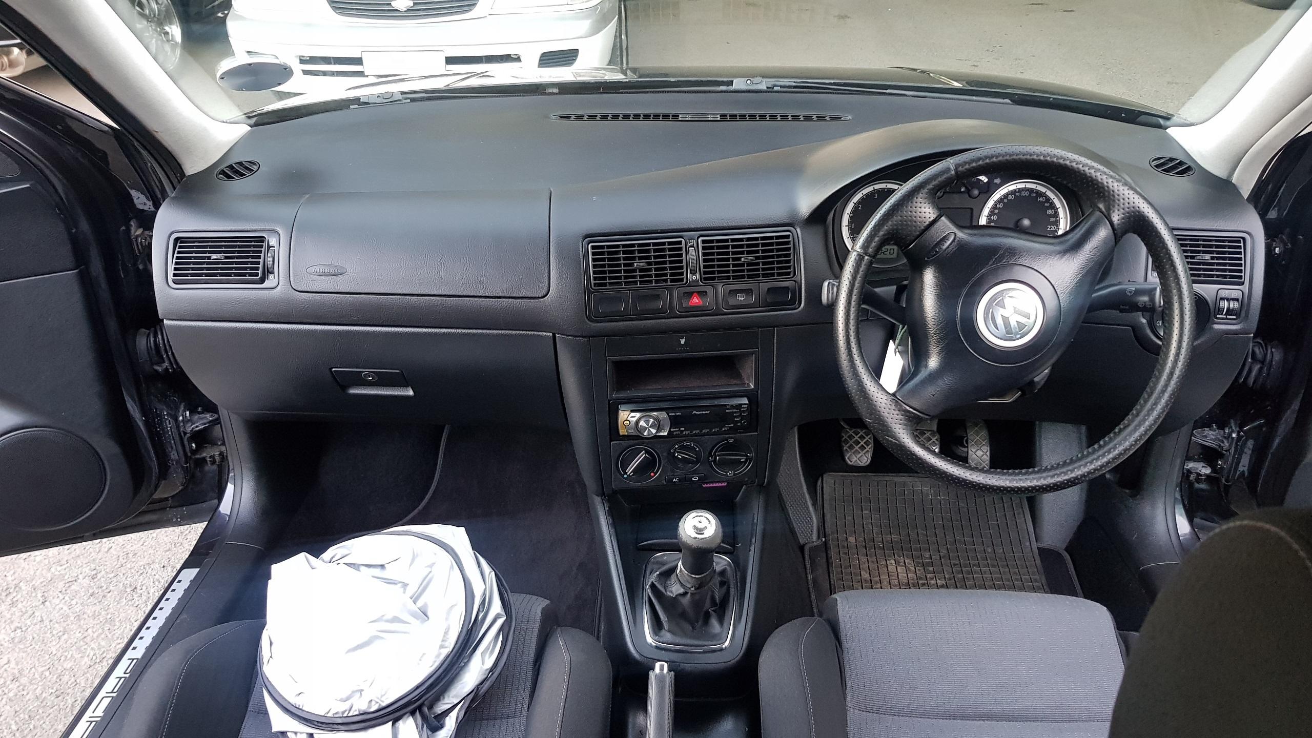 Volkswagen Golf Black 05