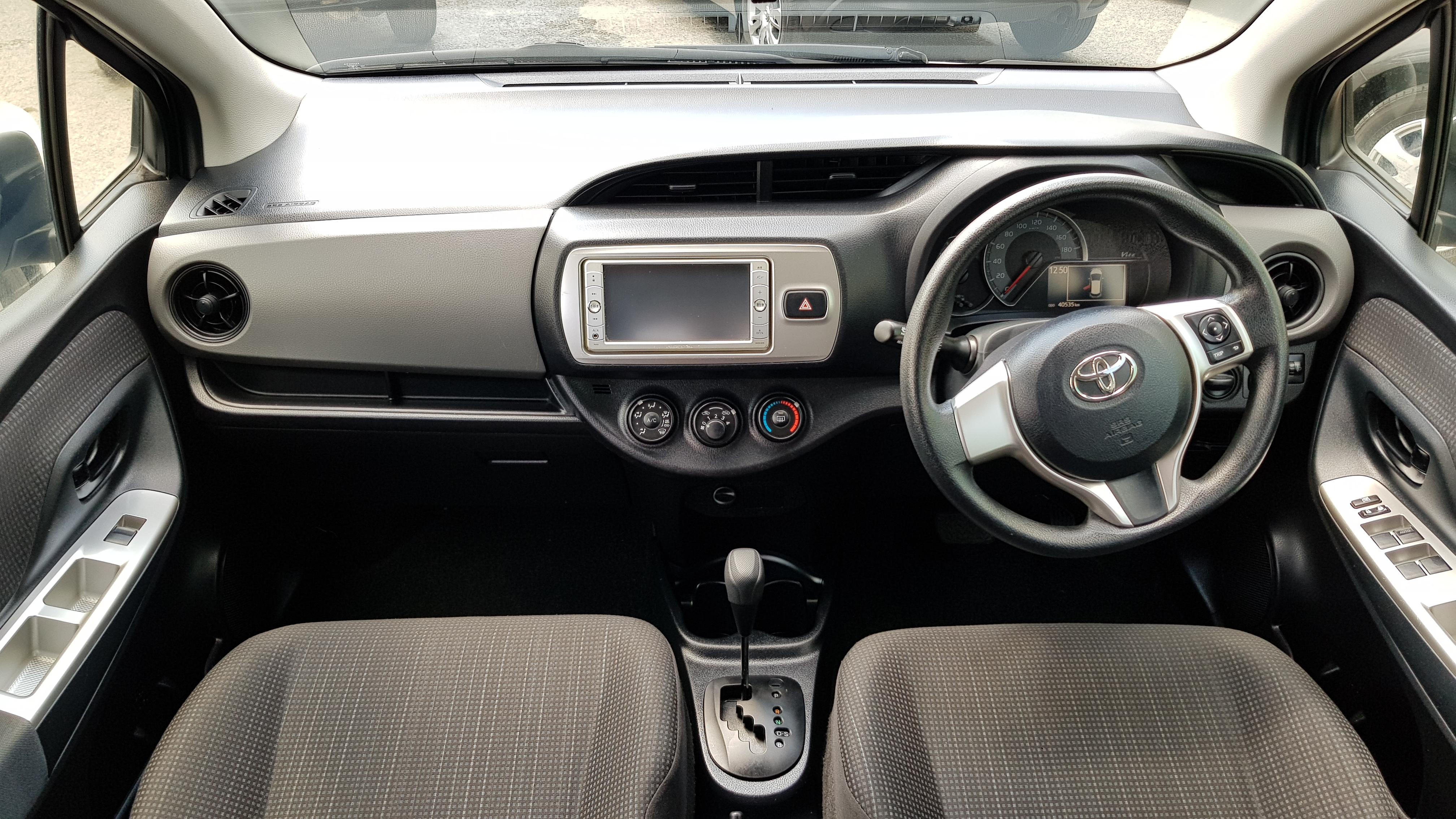 Toyota Vitz 2015 Silver