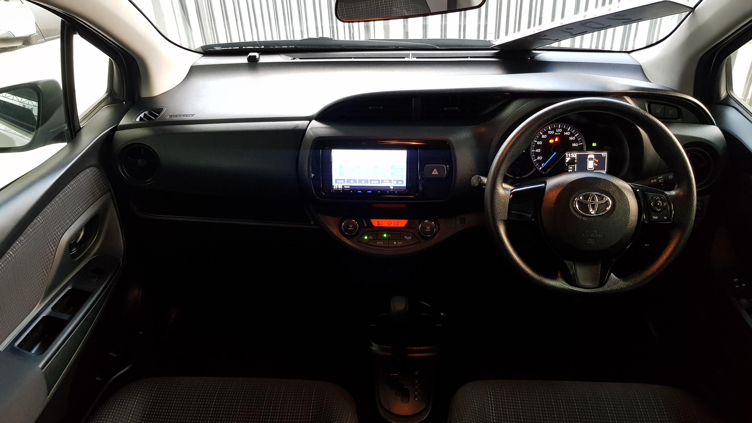 Toyota Vitz Hybrid White Pearl 04