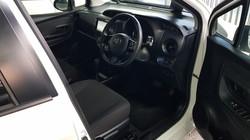 Toyota Vitz Hybrid White Pearl 05
