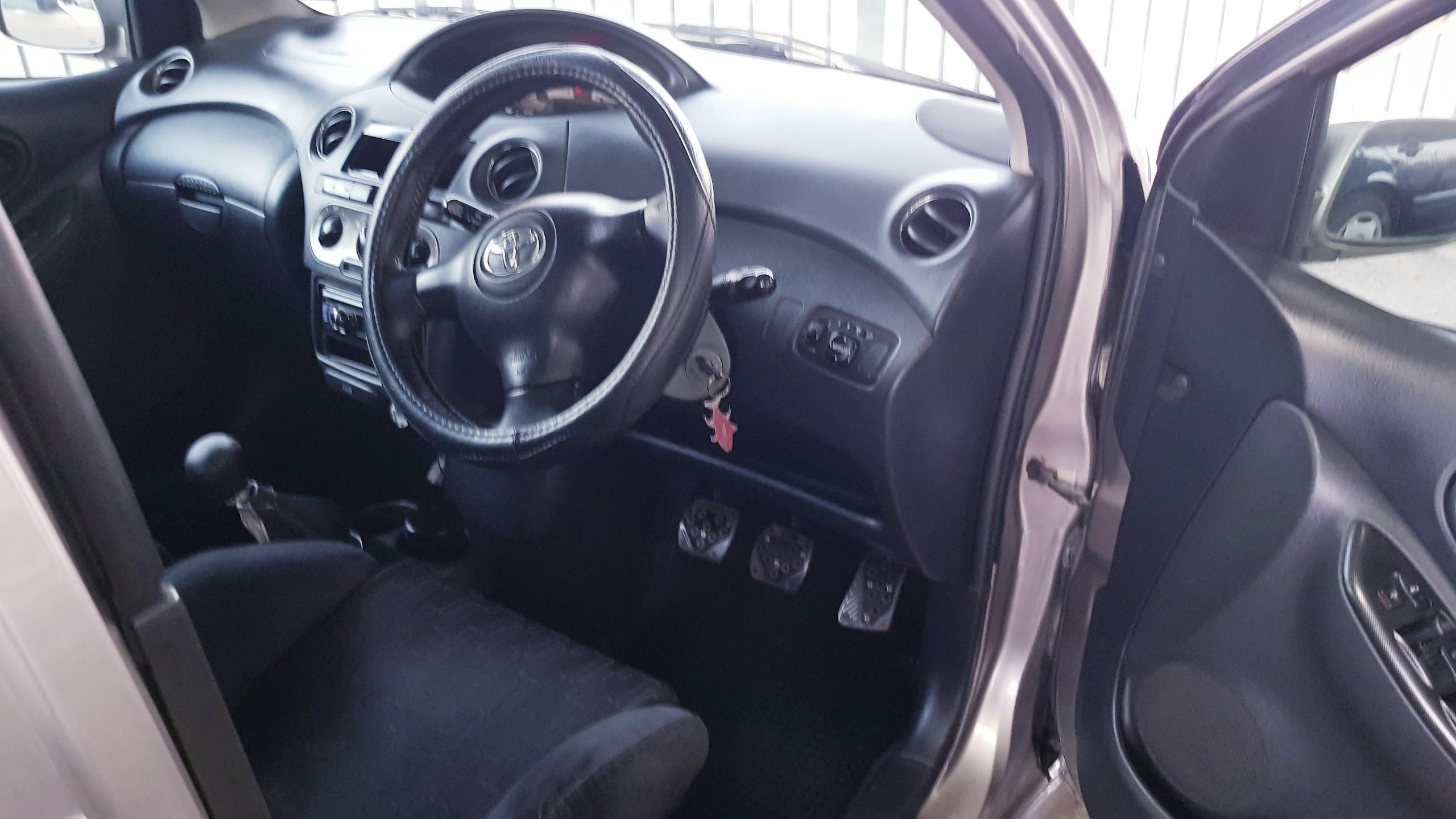 Toyota Vitz Light Grey 07