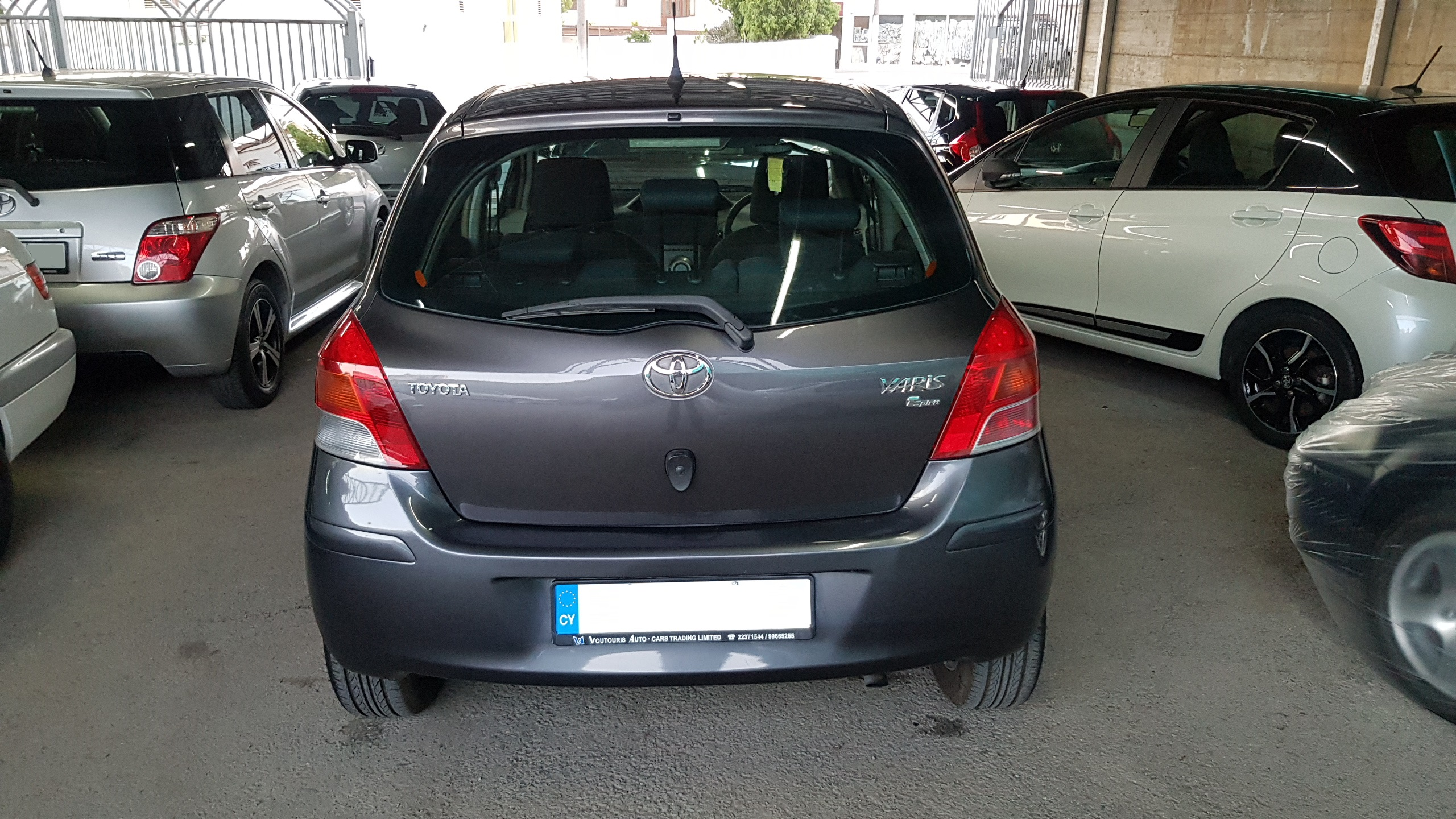 Toyota Yaris Dark Grey 02