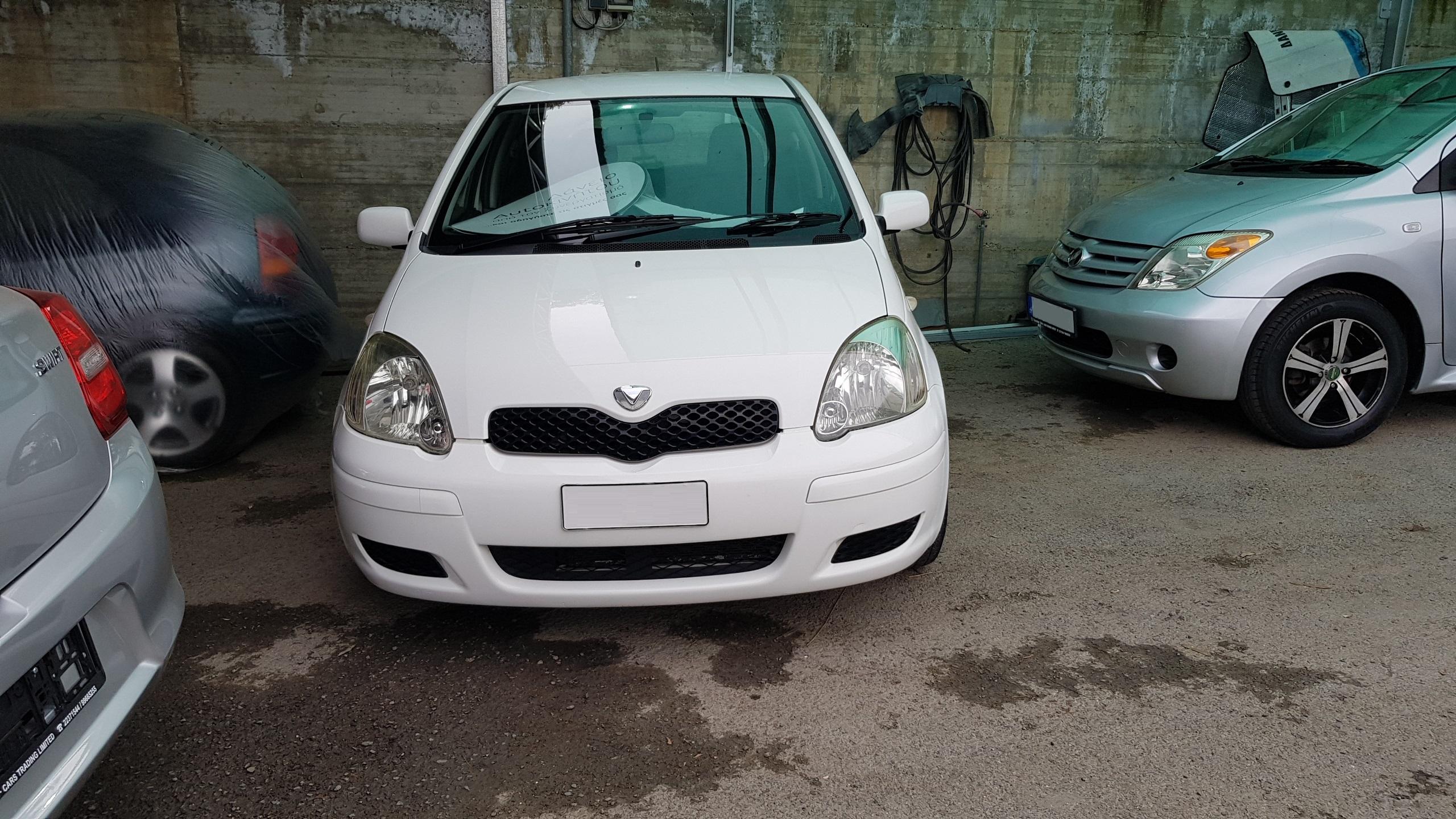 Toyota Vitz White 01