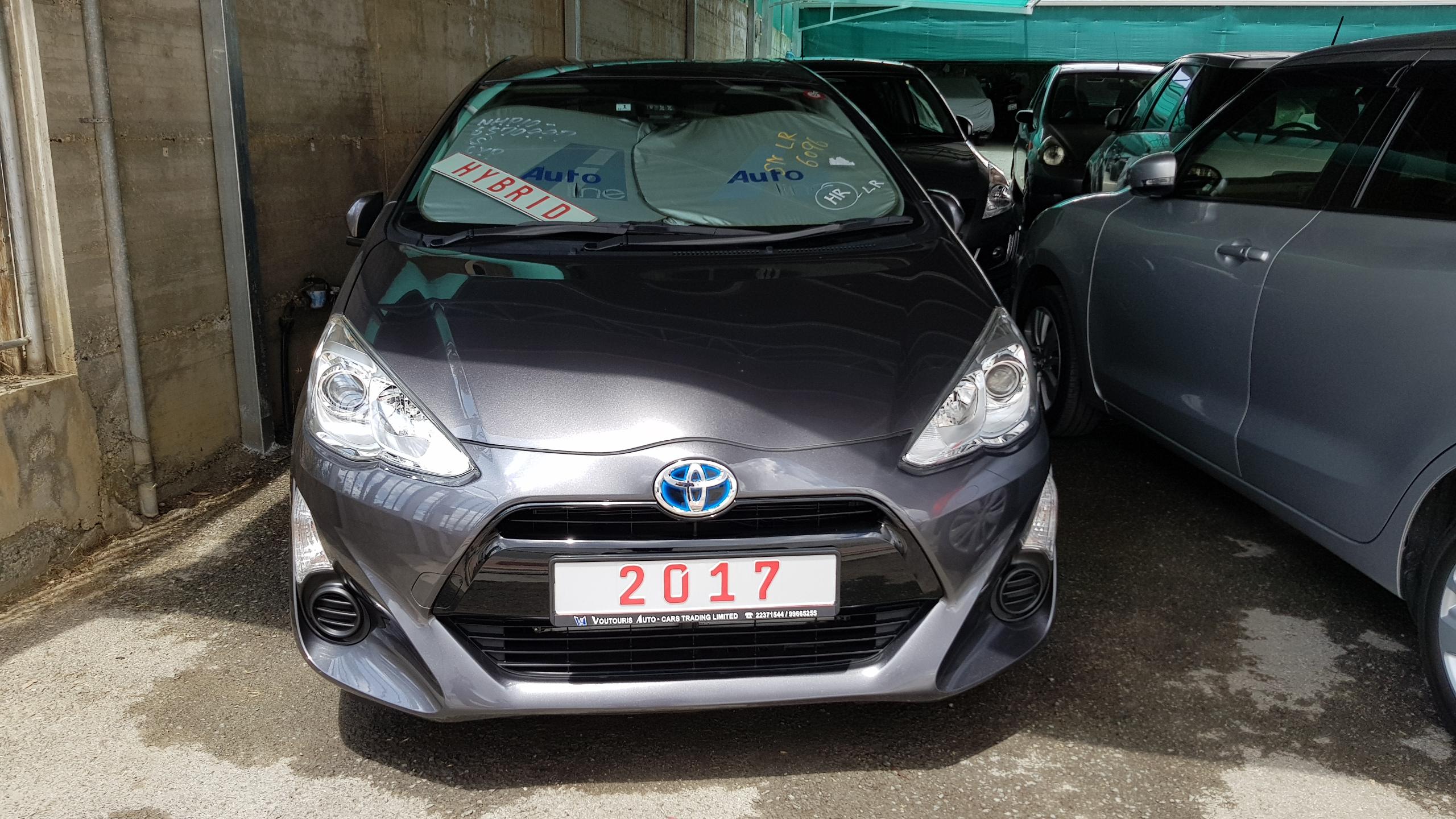 Toyota Aqua 2017 Dark Grey 02