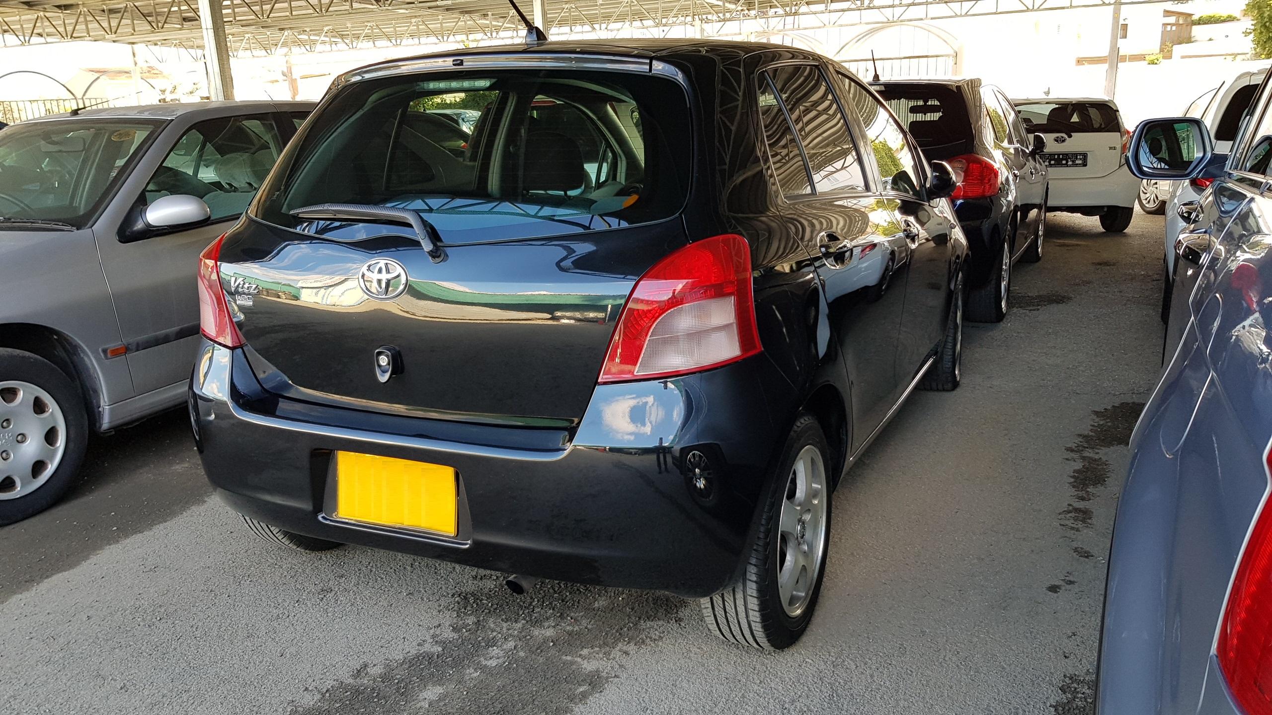 Toyota Vitz Black Metallic 02