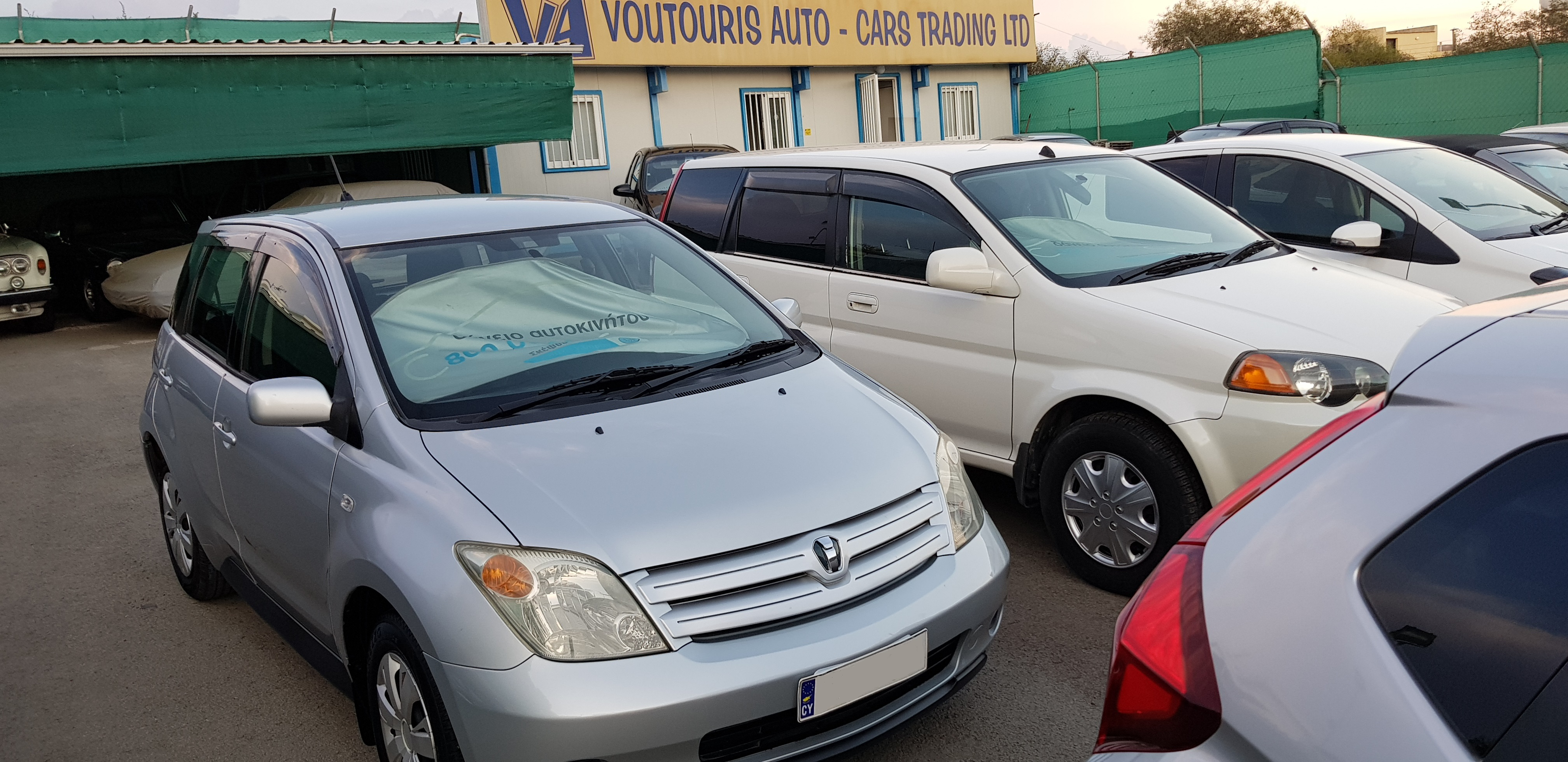 Toyota Ist Silver Side