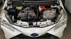 Toyota Vitz Hybrid White Pearl 10