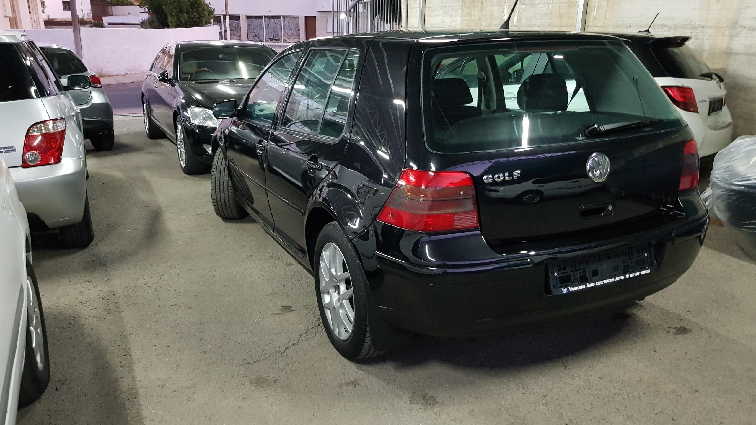 Volkswagen Golf Black 04