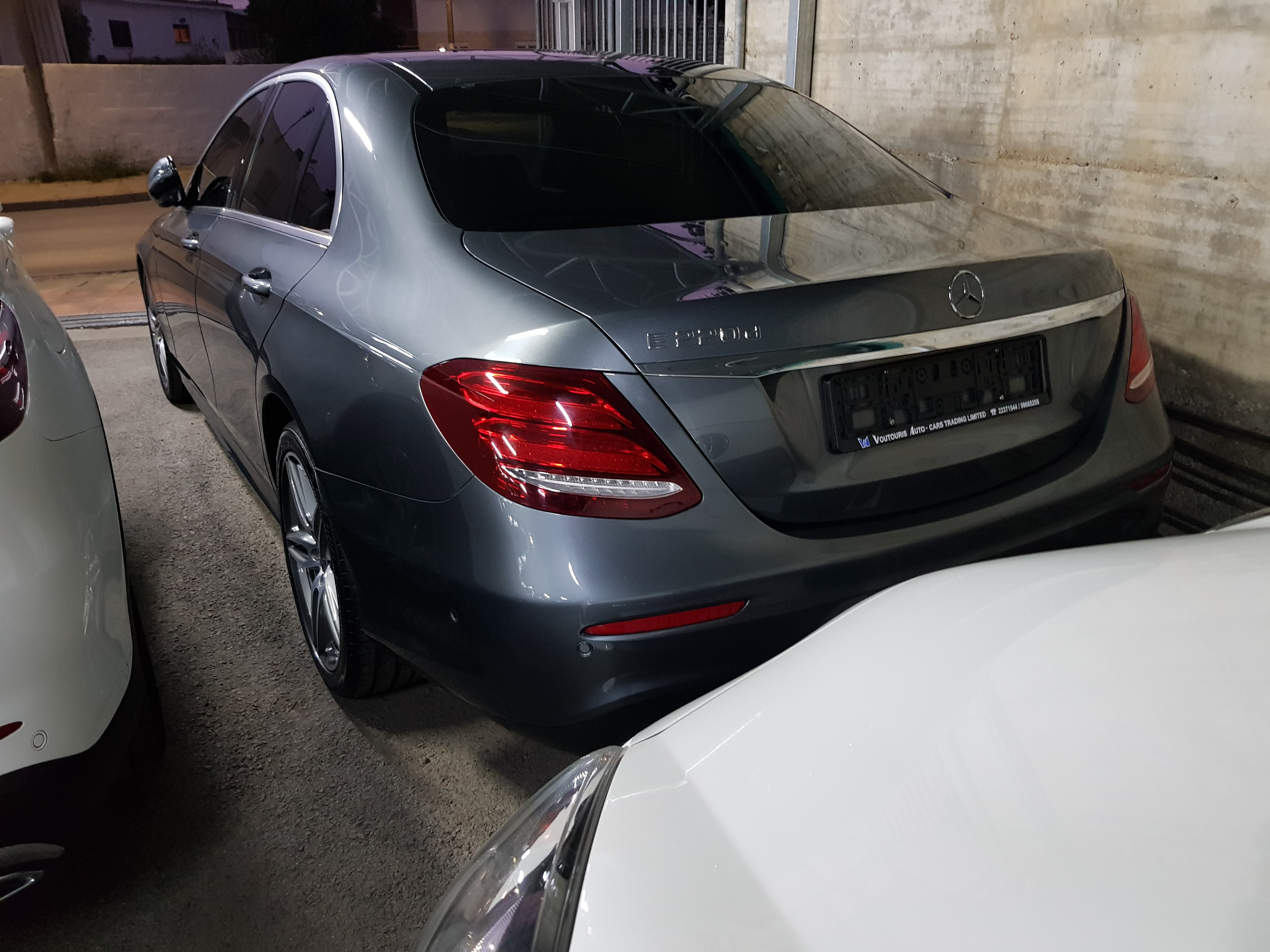 Mercedes E220d Grey 03
